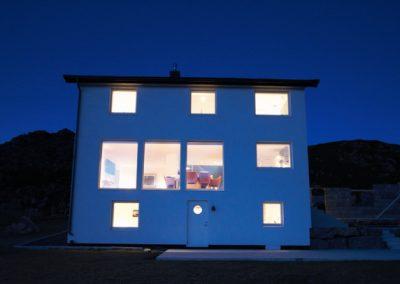 Bilde av huset på Skaaltofta på kvelden